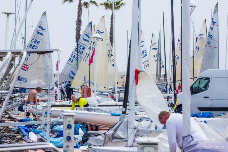 No wind but smiles all round on first day of Finn World Masters at El Balís